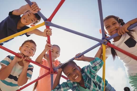 Projeto Social com Crianças e Adolescentes Carentes com Cursos de Idiomas como Inglês e Espanhol
